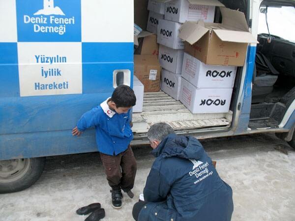 1000 Çocuğa Kışlık Bot İçin Elele