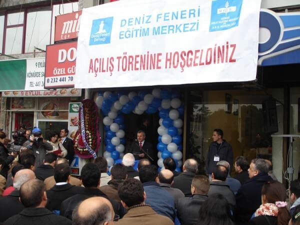 Deniz Feneri Derneği Genel Başkanı Engin Yılmaz, İzmir Eğitim Merkezi Açılış Konuşmasını Yaparken..