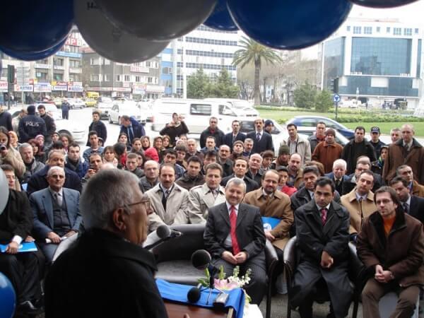 Devlet Bakanı Mehmet Aydın, İzmir Eğitim Merkezi Açılışında Konuşmasını Yaparken..