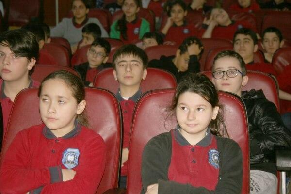 http://www.denizfeneri.org.tr/haberler/sair-erdem-beyazit-ortaokulu-ogrencileri-su-kuyusu-acacak_4153/