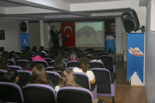 İhsan Zakiroğlu Ortaokulu