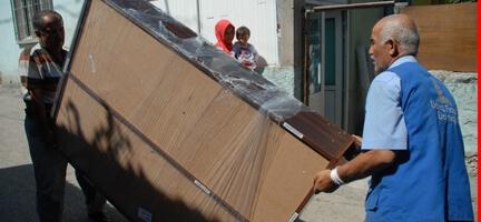Deniz Feneri Ankara Şubesi Eşya Yardımlarıyla Haneleri Şenlendiriyor