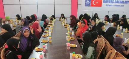 Deniz Feneri Derneği İslam Dünyası Yetimler Günü'nde  13 Bin Kişiye İftar Sofrası Kurdu