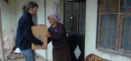 Deniz Feneri Sivas'ta Yoksul Ailelere El Uzattı