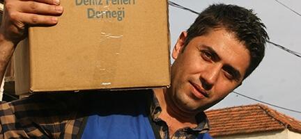 Deniz Feneri,  yardım için Anadolu'yu karış karış dolaşıyor