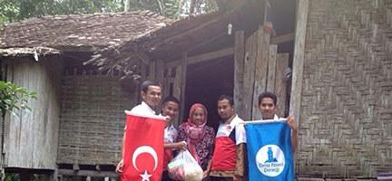 Deniz Feneri'nden Sel Mağduru Patani Halkına Yardım