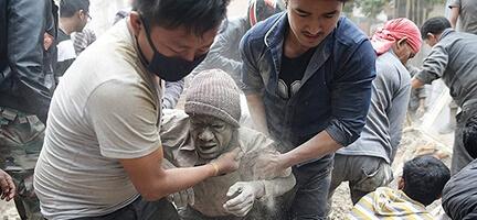 Depremle Yıkılan Nepal Dünyanın Yardımını Bekliyor