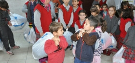 Kütahya'da Öğrencilere Bot ve Kışlık Giyim Ulaştırıldı