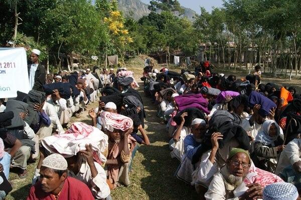 2011 - Arakan mültecilerine soğuk afeti dolayısıyla battaniye dağıtımı