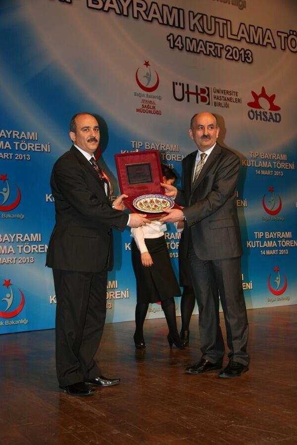 Bakan Müezzinoğlu'ndan Deniz Feneri'ne Plaket