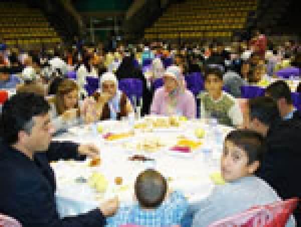Deniz Feneri´nden İhtiyaçlı Ailelere İftar Yemeği