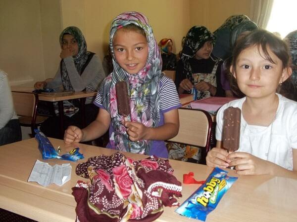 Kur'an Kursu Çocuklarına Dondurma