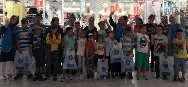 Bayramda 70 Çocuğumuza Kıyafet