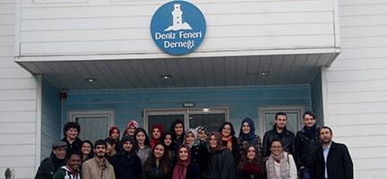 Bir Grup Üniversite Öğrencisi Deniz Feneri'ni Ziyaret Etti