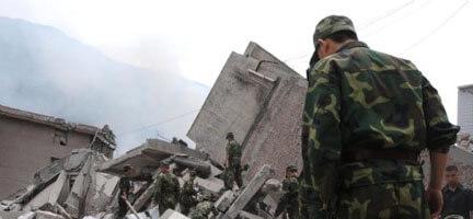 Çin, Deprem Bölgesi'ne Havadan Yardım Atmaya Başladı