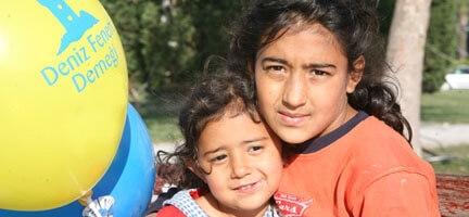 Deniz Feneri, 23 Nisan´da Türkiye´nin Dört Bir Yanındaki Çocukları Sevindirdi