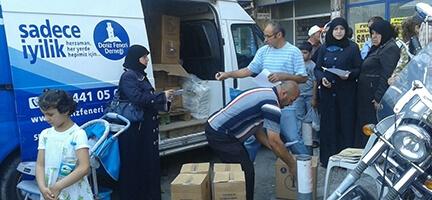Deniz Feneri Derneği Ege Temsilciliği İzmir'deki 260 Suriyeli Aileye Gıda ve Temizlik Yardımı Yapıyor