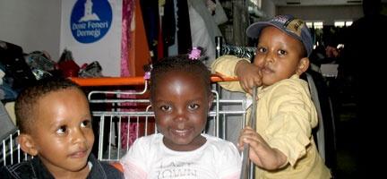 Deniz Feneri'nden Mültecilere Yardım