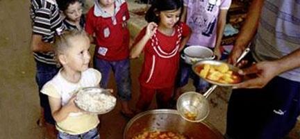 Mültecilere Bir Öğün Yemek İkram Edin