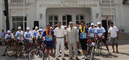 Yoksulluğa Karşı Pedal Çevirdiler