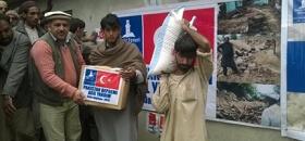 Pakistan depremzedelerine gıda dağıttık