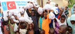 Togo'da Yetimlerin Yüzü Güldü